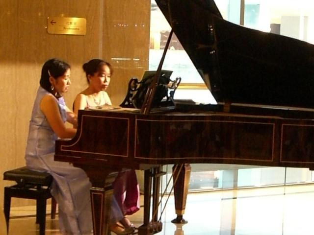 ピアノとともに: 2007年7月